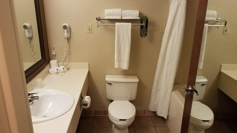 Auburn Place Hotel & Suites: 3994 Hinkleville Rd, Paducah, KY
