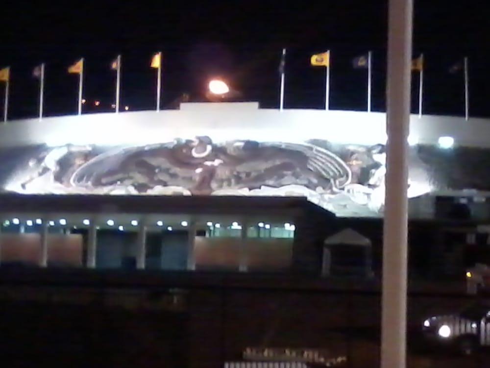 De noche yelp for Puerta 9 estadio universitario