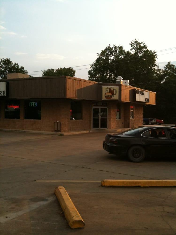Burgers N More: 902 S Hickory St, Sapulpa, OK
