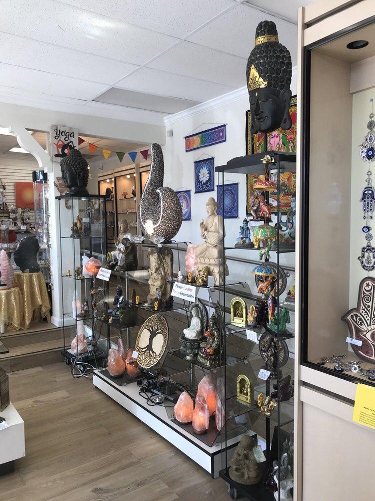 Aura's World: 7044-A Greenleaf Ave, Whittier, CA