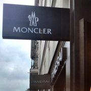 Moncler - Women s Clothing - 5 rue du faubourg Saint Honoré ... 02706a4db7d