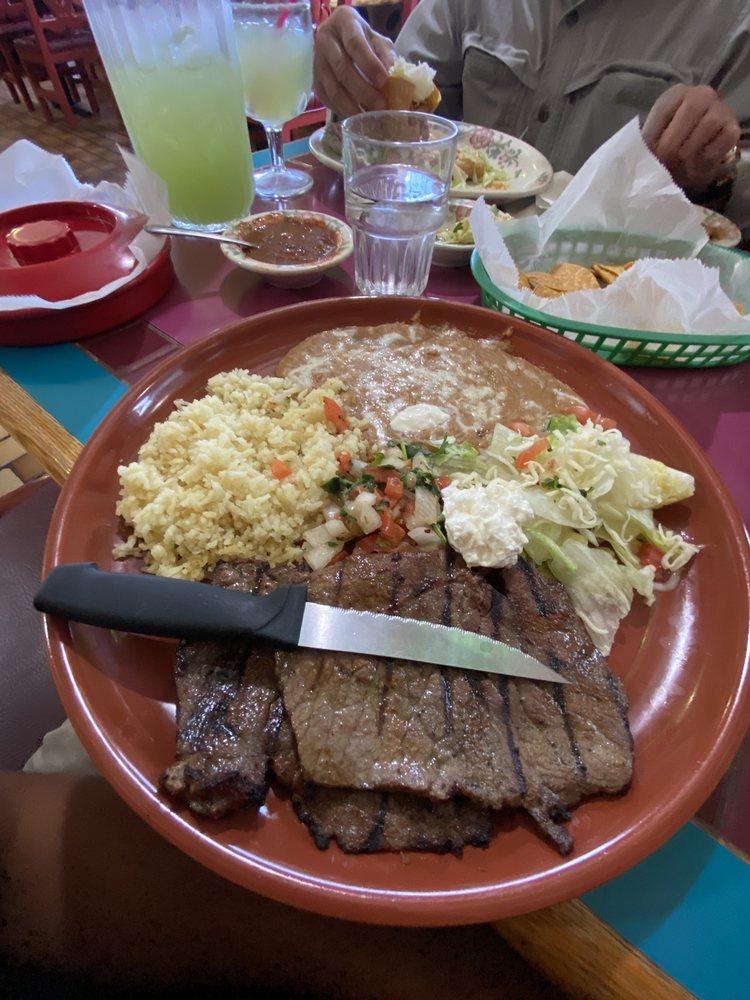 La Fiesta Mexican Restaurant & Lounge: 1802 Adams Ave, La Grande, OR