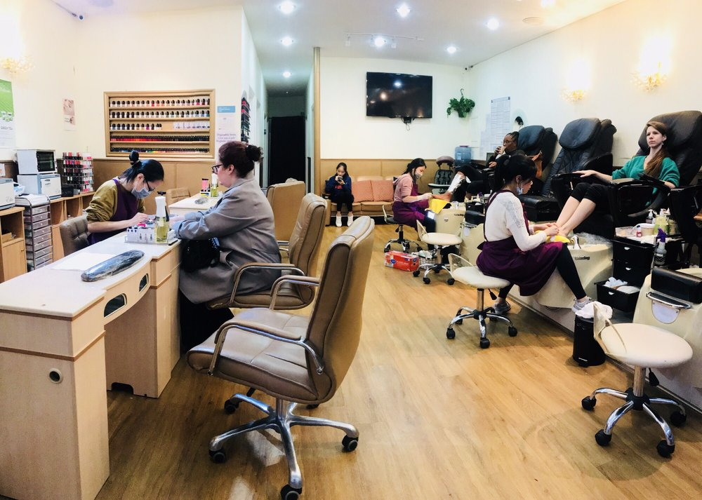 Fresh M Nail & Spa: 22-08 Crescent St, Queens, NY
