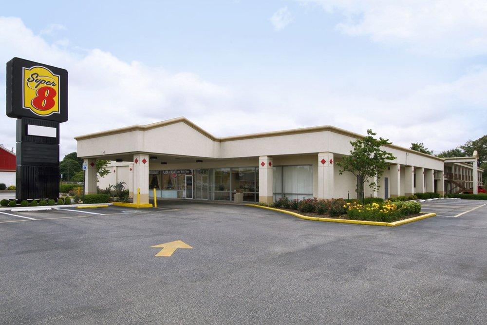 Super 8 by Wyndham Dover: 348 North Dupont Highway, Dover, DE