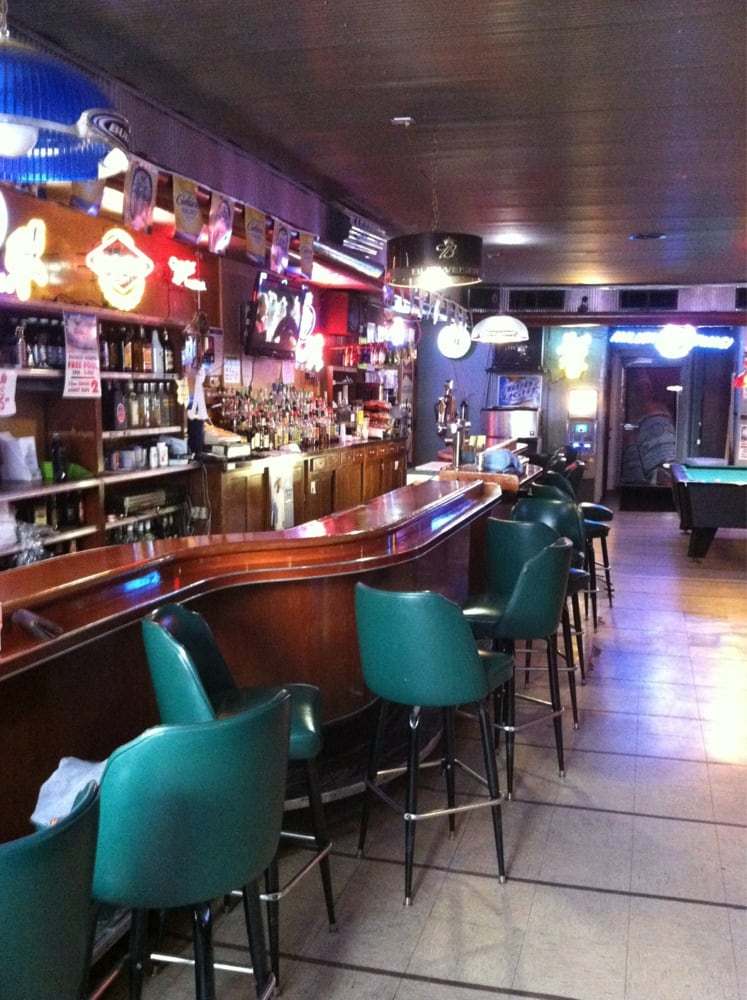 Andy's Bar and Grill: 114 N Meridian St, Belle Plaine, MN