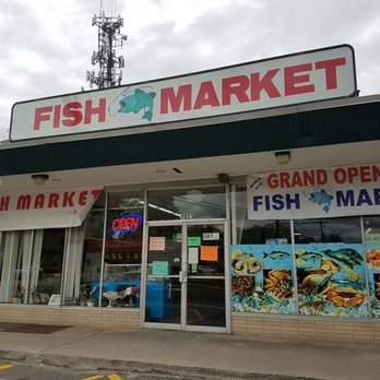 World fish market seafood markets 1023 blue hills ave for Fish market ct