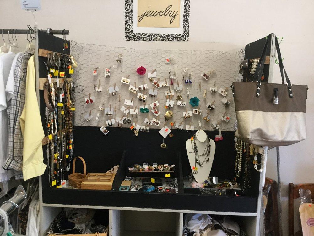 Lamoni Thrift Center: 118 S Linden, Lamoni, IA
