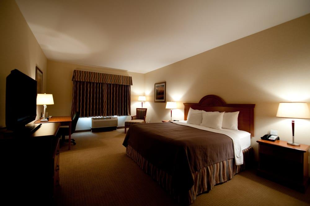 Red Coach Inn: 1200 Senate Ave & Hwy 34, Red Oak, IA