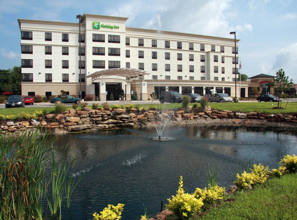 Holiday Inn Carbondale-Conference Center: 2300 Reed Station Pkwy, Carbondale, IL