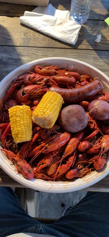 Kelly Ray's Crawfish, Seafood & Steaks: 1052 Pocahontas Rd, Flora, MS