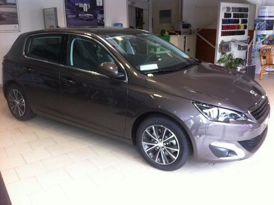 Concession Peugeot - Garage Nicolle - Car Dealers - 2 avenue du ...