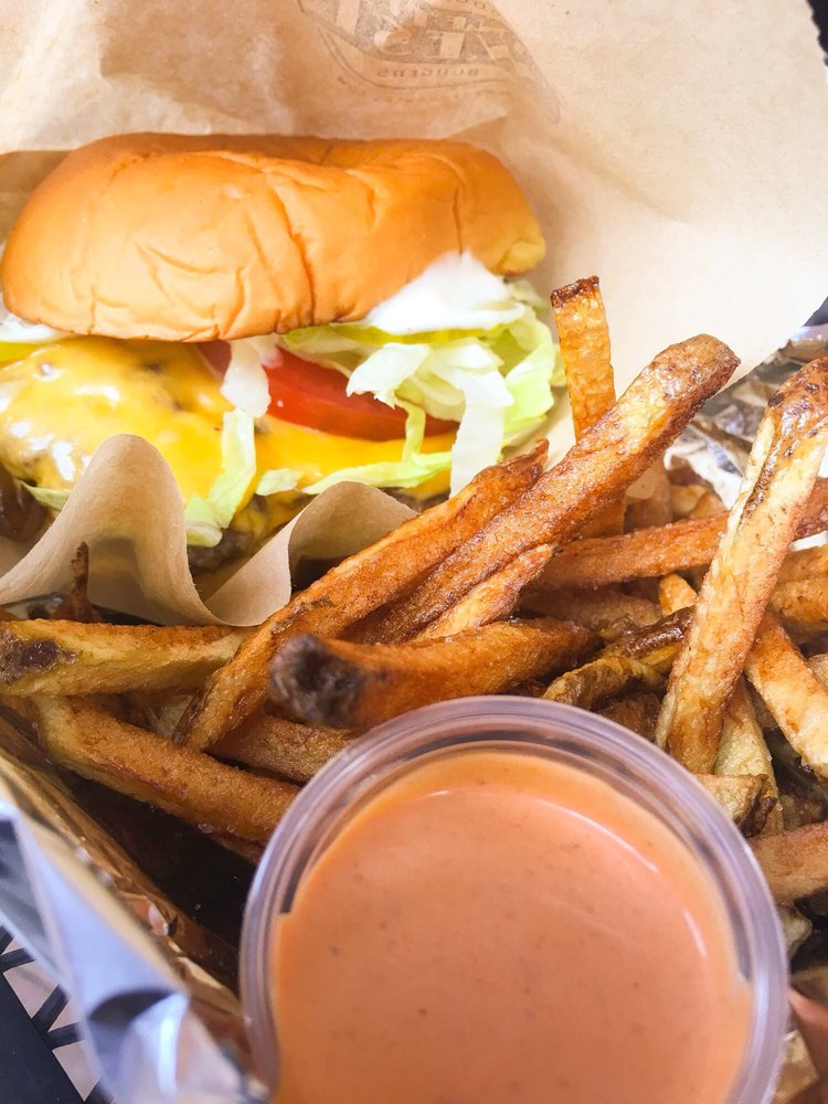 19 West Gourmet Burgers: 19 W Market St, Leesburg, VA