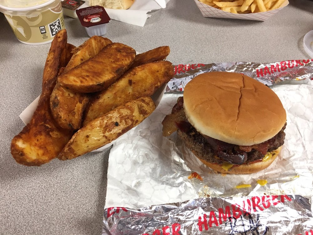 Eats N Treats: 408 Highway 12 W, Bowman, ND