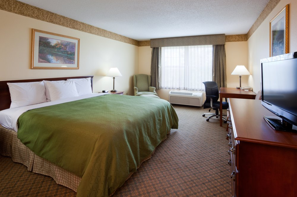 Country Inn & Suites by Radisson - Albertville: 6554 Lamplight Dr, Albertville, MN