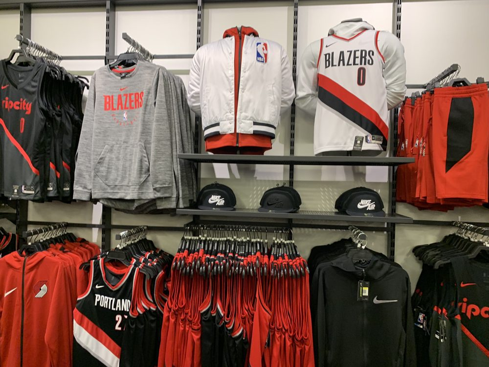 Nike Company Store - 422 Photos   358 Reviews - Sports Wear - 3485 SW  Knowlton Rd 942fbb670