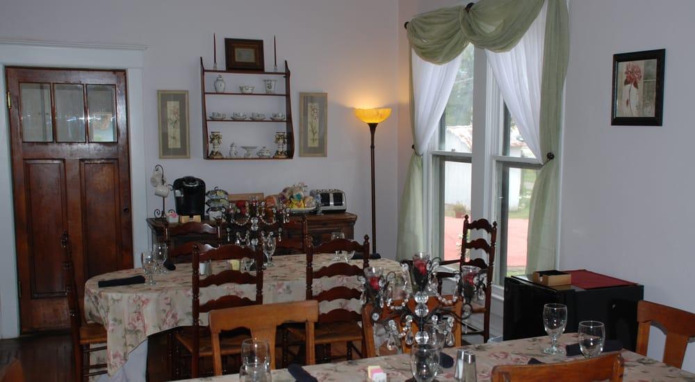 The Ainsworth House Inn: 214 S Pecan Ave, Luling, TX