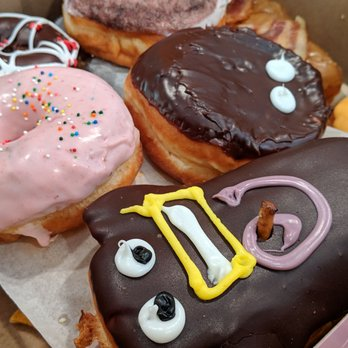 9d2edfedf Voodoo Doughnut - 1350 Photos   433 Reviews - Bakeries - 6000 ...