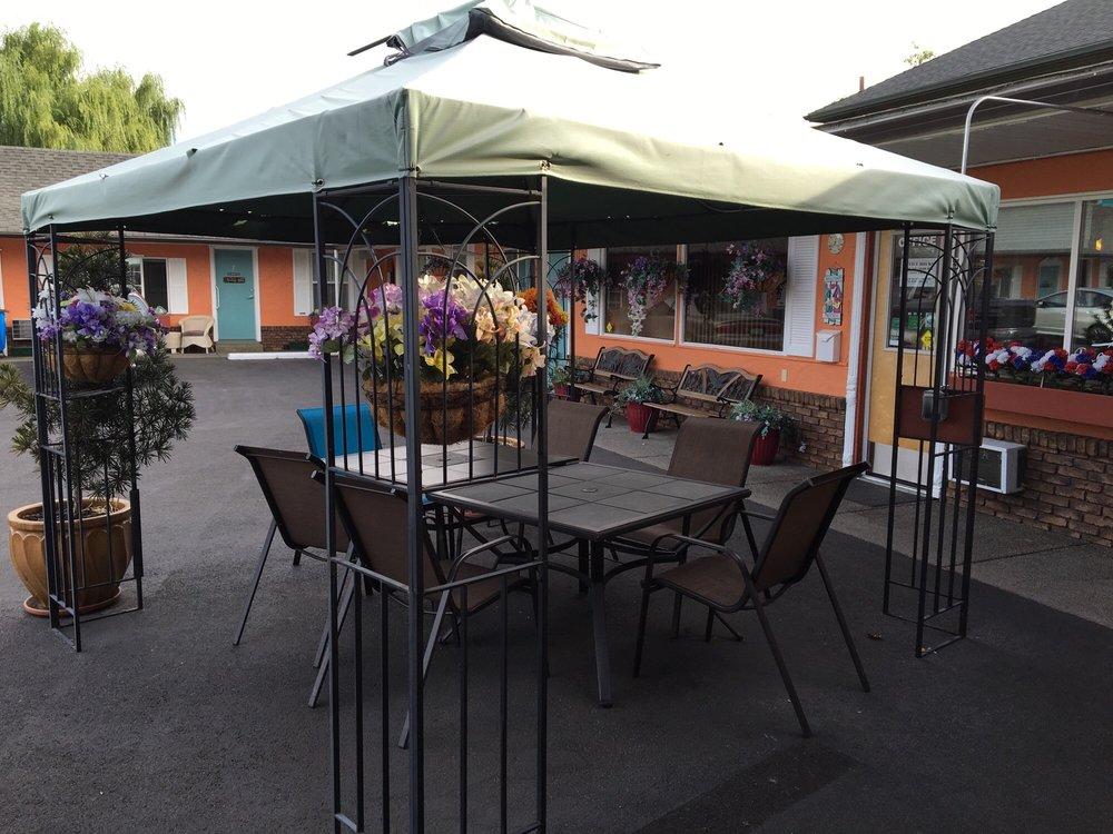 Buona Sera Inn: 1001 NE 6th St, Grants Pass, OR