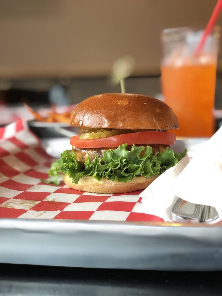 Drake's Burgers and Shakes: 6560 Greatwood Pkwy, Sugar Land, TX