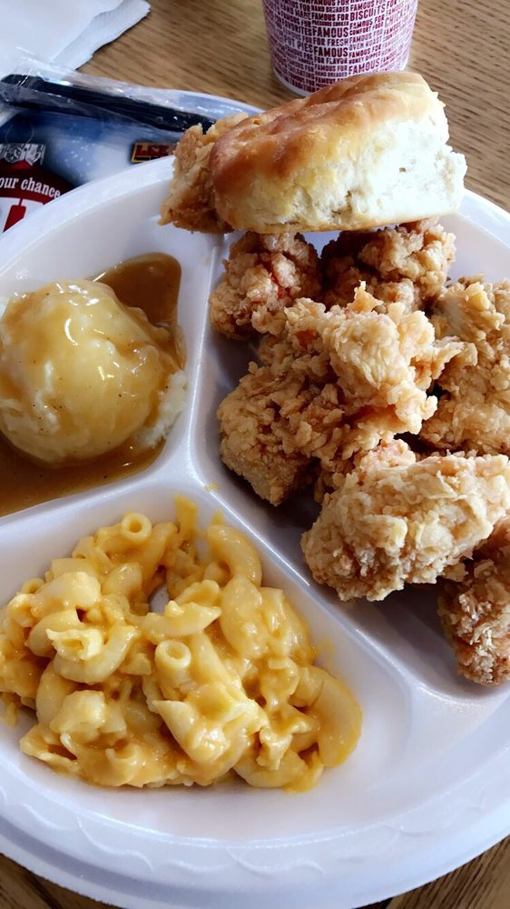 Lee's Famous Recipe Country Chicken: 3099 S 1st St, Milan, TN