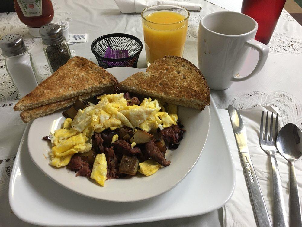 Cafe Metro: 901 Central Ave, Auburn, NE