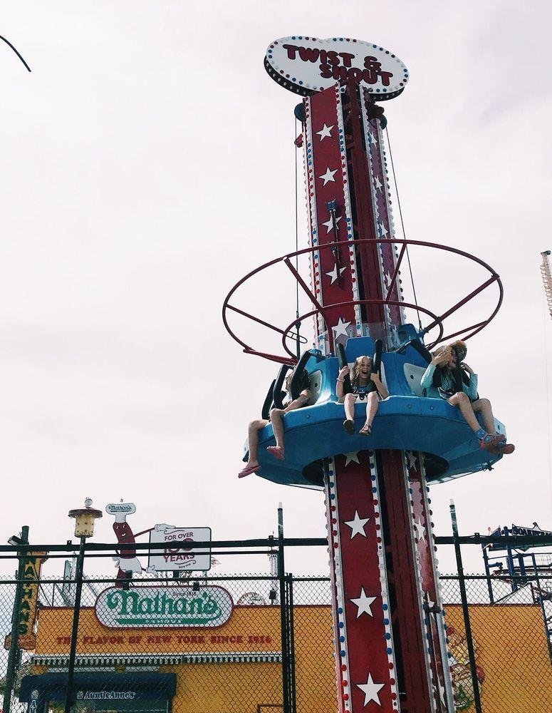 Deno's Wonder Wheel Amusement & Kiddie Park