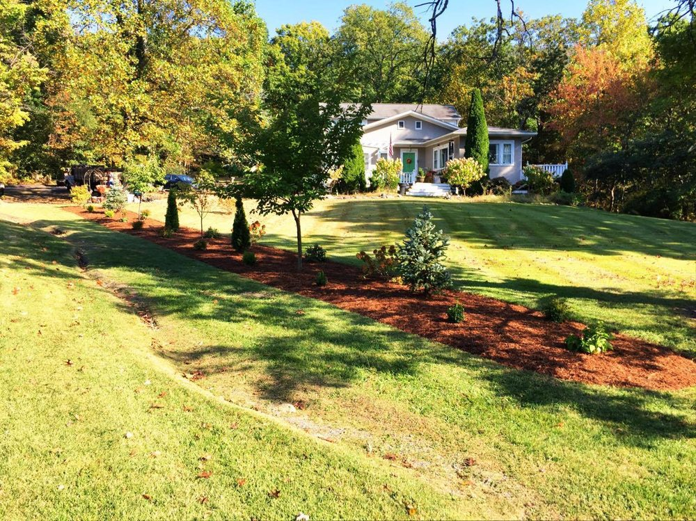 Blue Ribbon Nursery & Landscaping, LLC: 192 S Main St, Broadway, VA