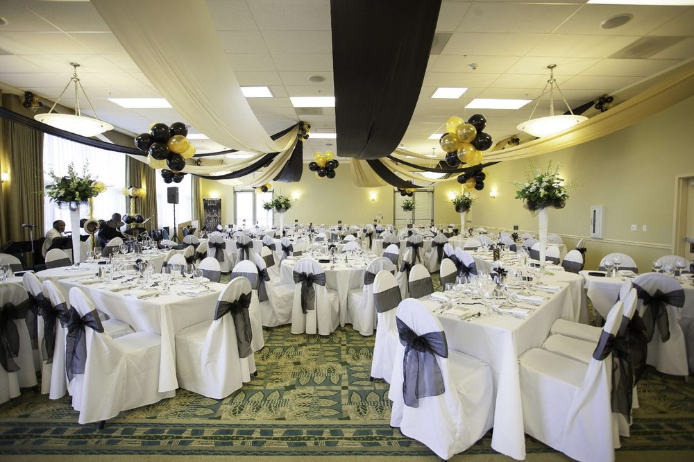 DoubleTree by Hilton Hotel & Spa Napa Valley - American Canyon: 3600 Broadway St, American Canyon, CA