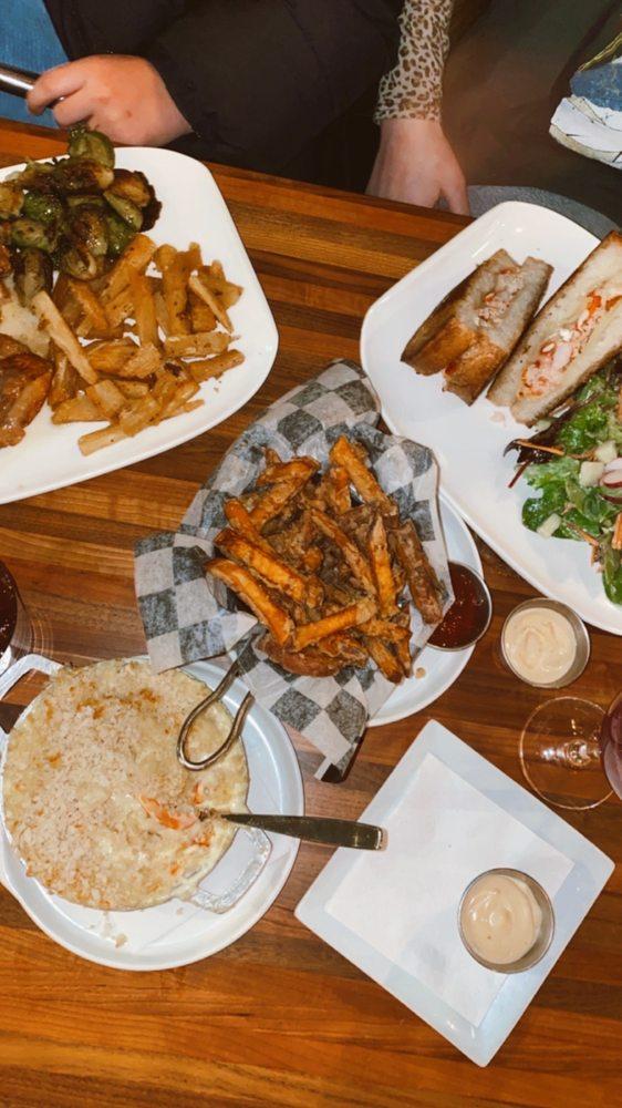 105 Twenty Bar & Grill: 120 Grand St, Croton-on-Hudson, NY