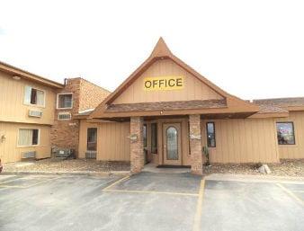Days Inn by Wyndham West Branch Iowa City Area: 711 South Downey St, West Branch, IA