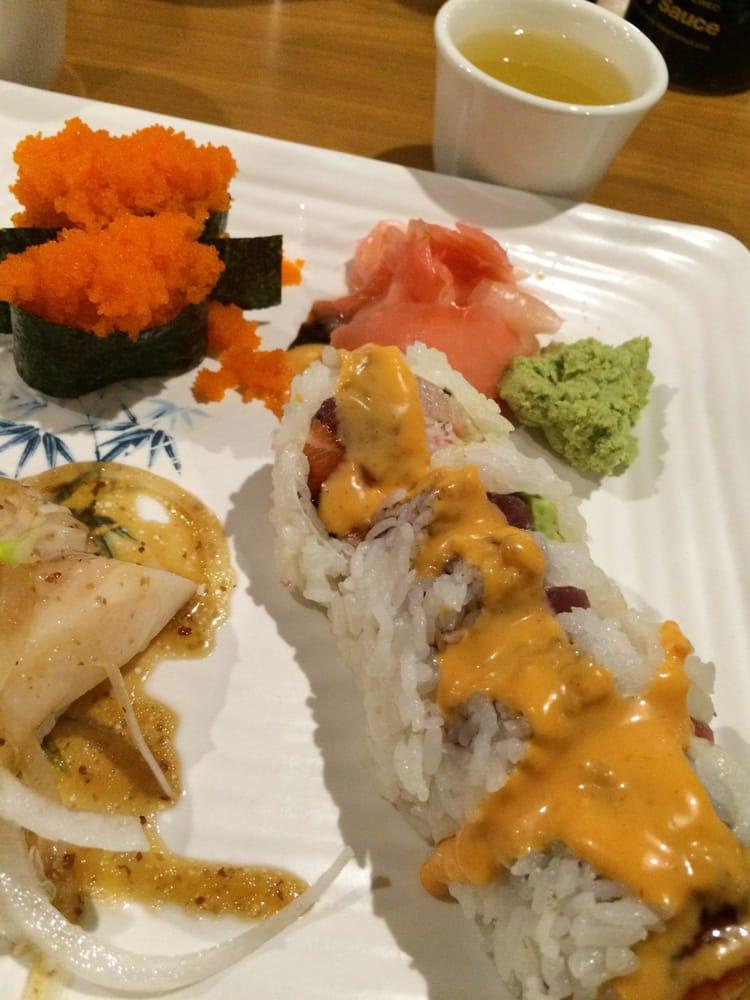 Smelt egg nigiri, escolar nigiri, Snow White roll (salmon ...