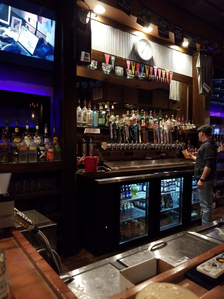 Brick Alley Pub and Sports Bar: 1038 7th Ave, Marion, IA