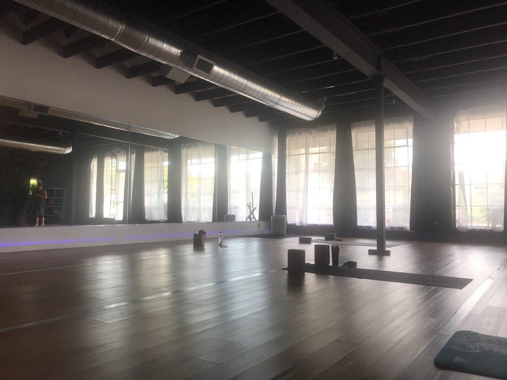 Black Swan Yoga Houston: 3210 White Oak Dr, Houston, TX