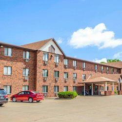Photo Of Econo Lodge Inn Suites Bettendorf Ia United States