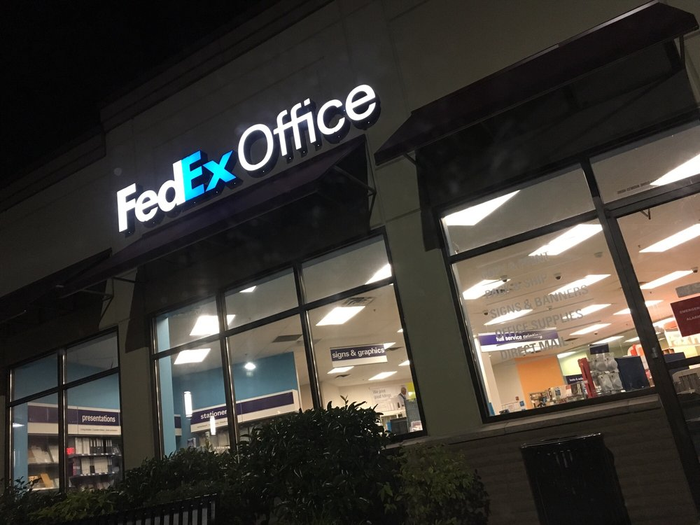 FedEx Office Print & Ship Center: 775 NW Gilman Blvd, Issaquah, WA