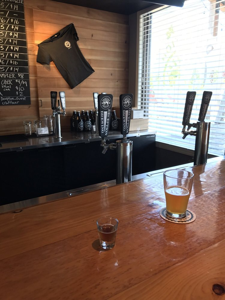 Barn Door Brewing: 1174 N HWY 99W, Dundee, OR