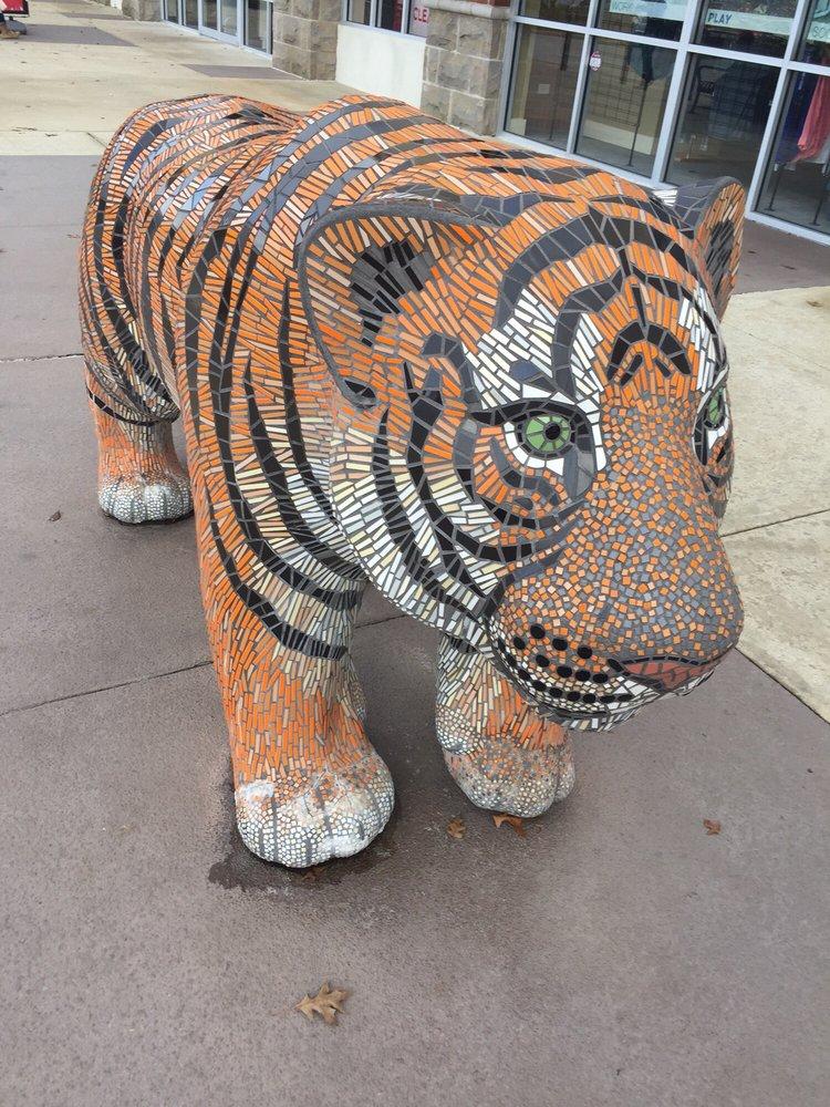 Tigertown: 2145 Tiger Town Pkwy, Opelika, AL