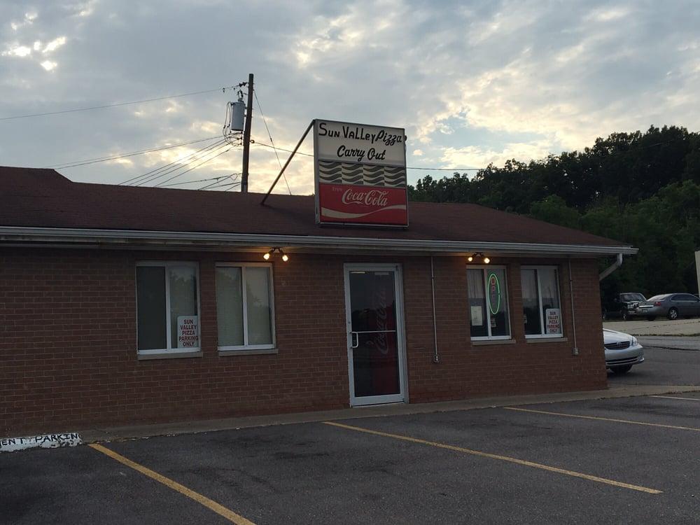 Sun Valley Pizza: 11500 Alexandria Pike, Alexandria, KY