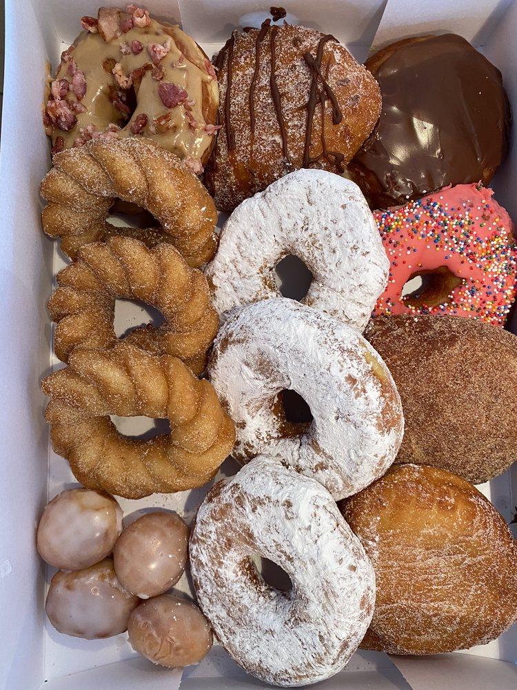 Naz-O-Nut Doughnuts: 64 E Lawn Rd, Nazareth, PA