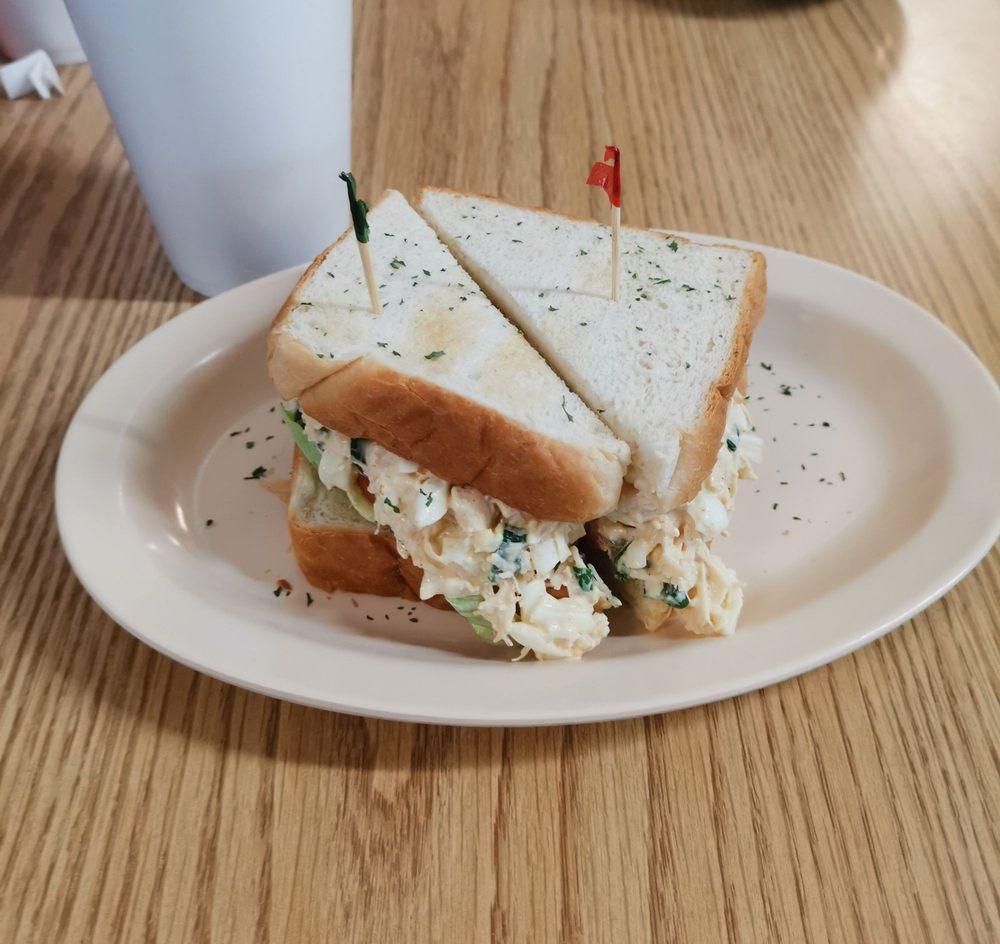 North 11 Diner: 2000 Hwy 11 N, Picayune, MS