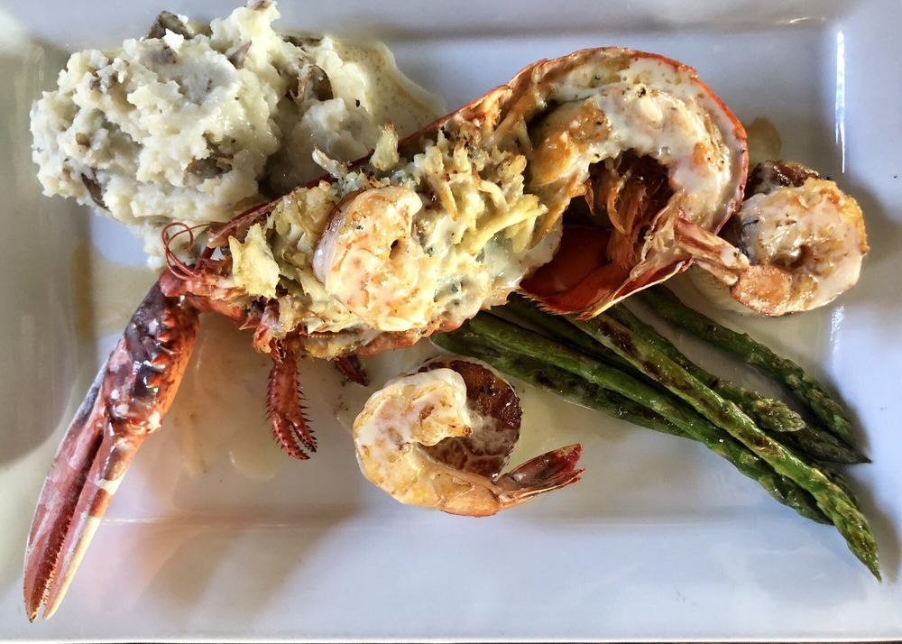 Topsail Restaurant and Bar: 440 W Coleman Blvd, Mount Pleasant, SC
