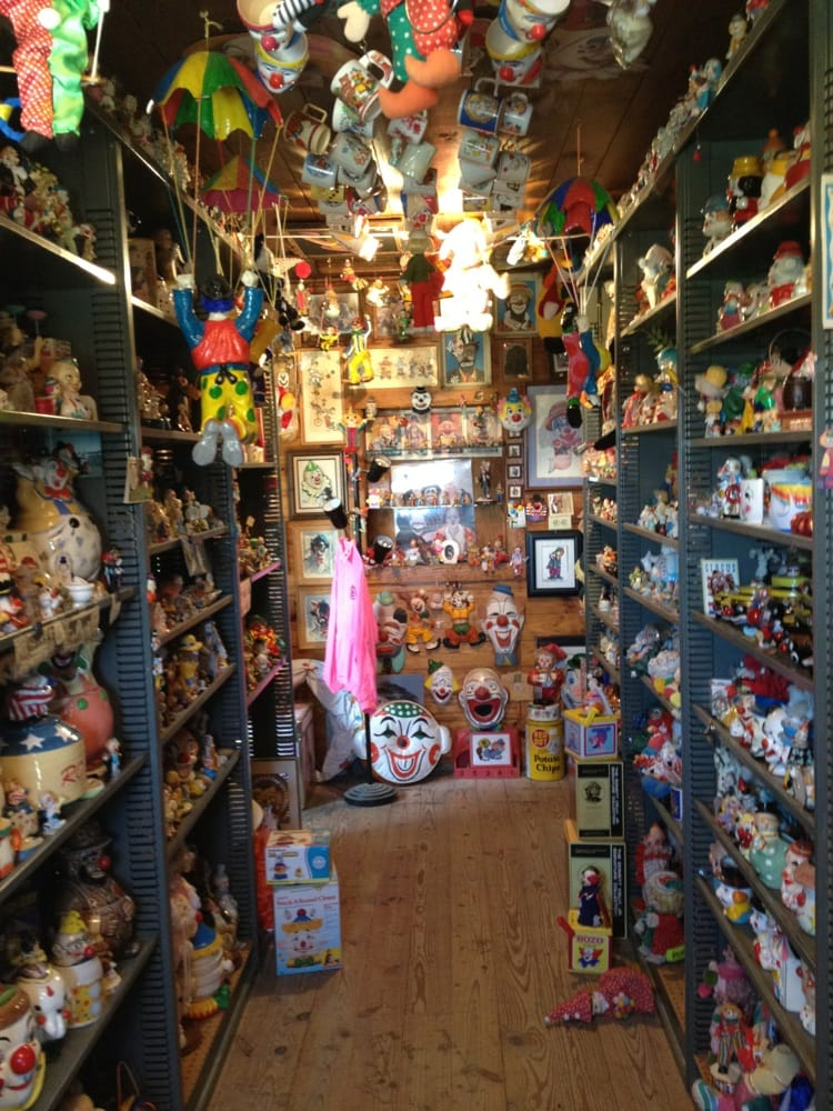 Grampa Jerry's Clown Museum: 22 Lincoln Ave, Arriba, CO