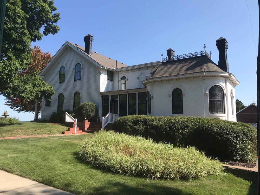 Amelia Earhart Birthplace Museum: 223 N Terrace St, Atchison, KS