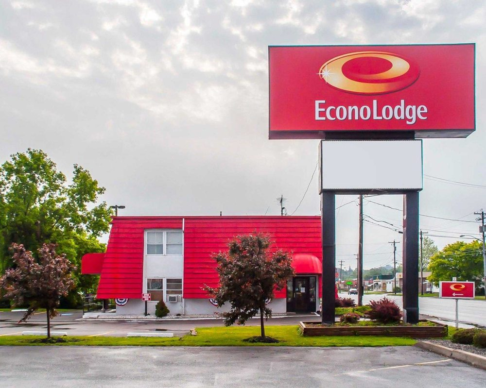econo lodge 16 photos hotels 1030 arsenal st watertown ny