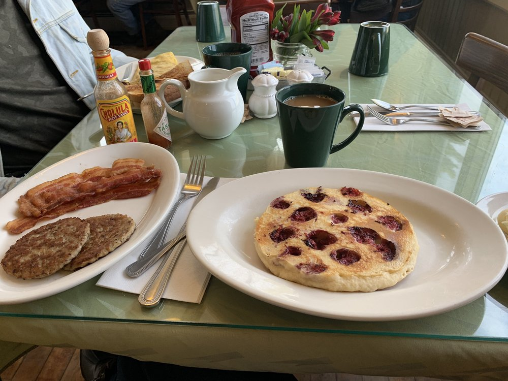 Schoolhouse Cafe: 787 Rt 103 E, Warner, NH