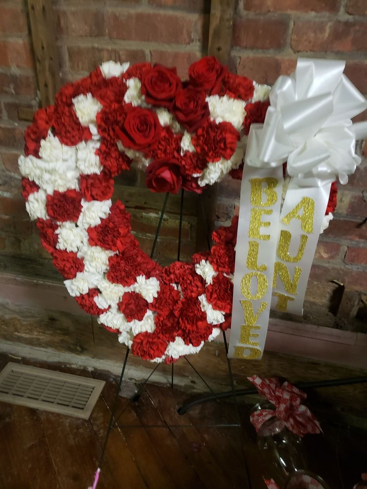 Rose Petals Florist: 343 S 2nd St, Little Falls, NY