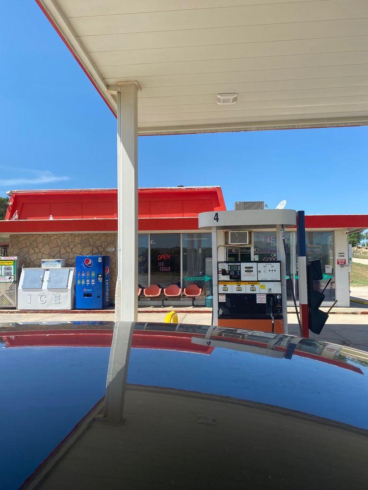 Elkhorn Corner Travel Center: 216 Highway 156, Ellsworth, KS