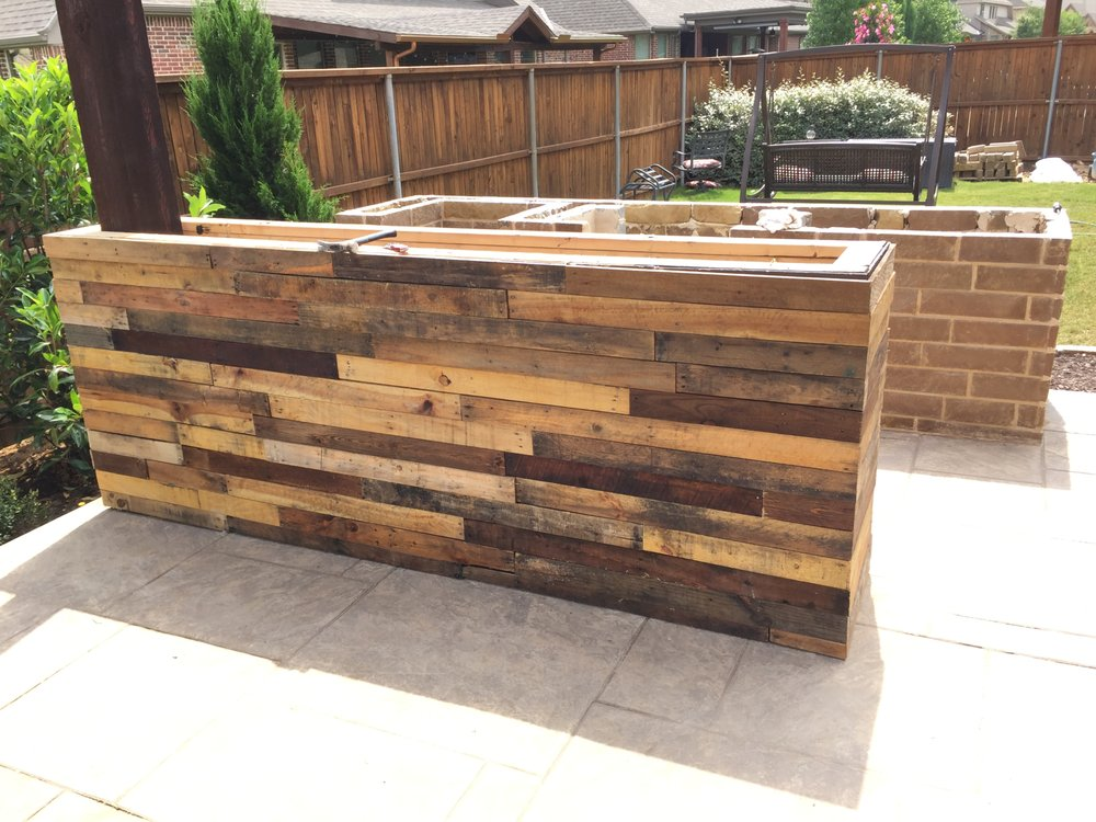 Reclaimed Wood Bar In Trophy Club Kitchen Design Stamped Concrete