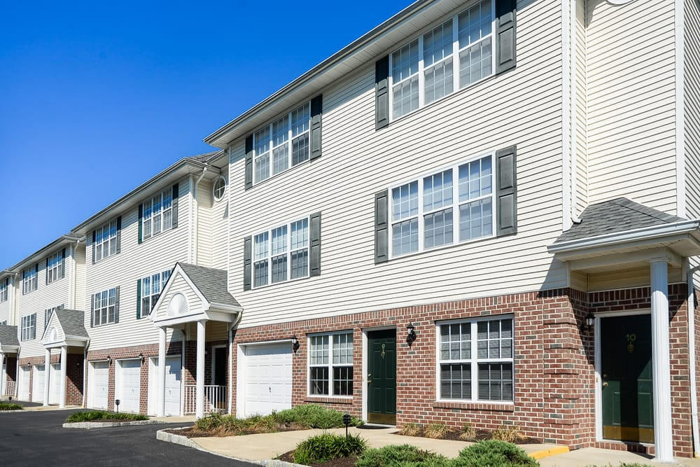 Mews at Annandale Townhomes: 1 Ashwood Ct, Annandale, NJ