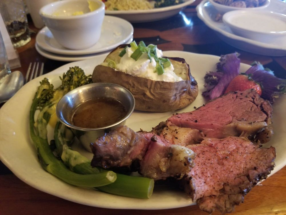 Los Arcos Steak & Lobster: 1400 N Date St, Truth or Consequences, NM